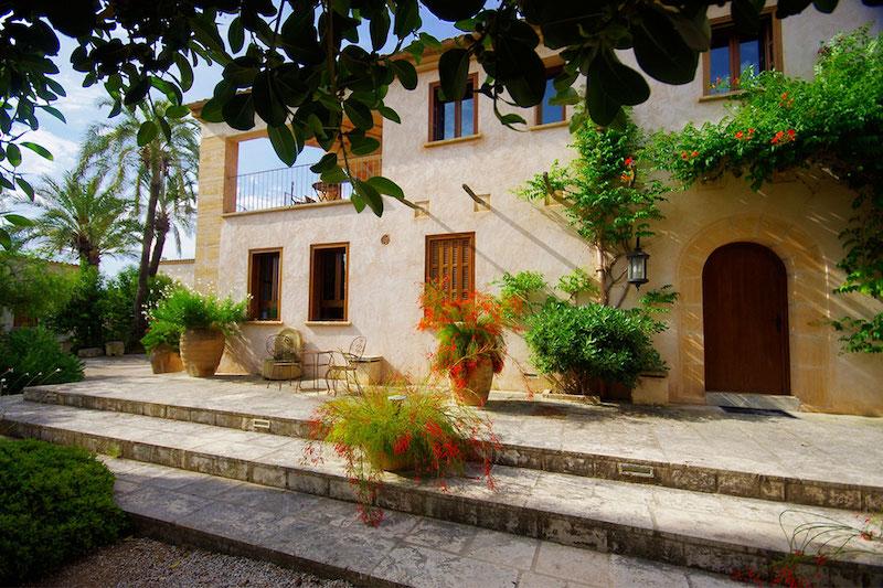 Rental retreat in Mallorca for yoga groups.