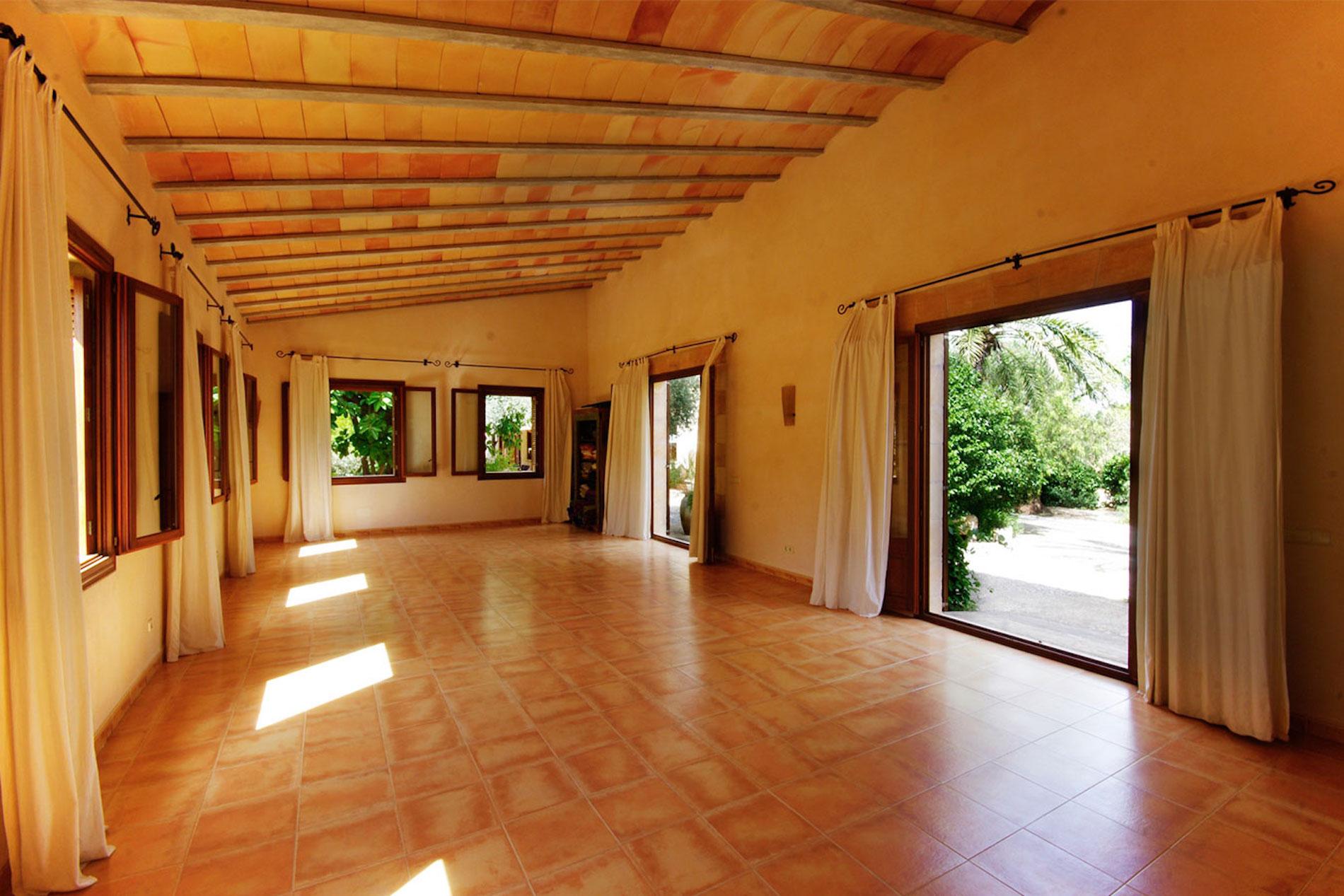 Sanau yoga retreat in mallorca finca rental for yoga groups in mallorca for Rent a center living room groups